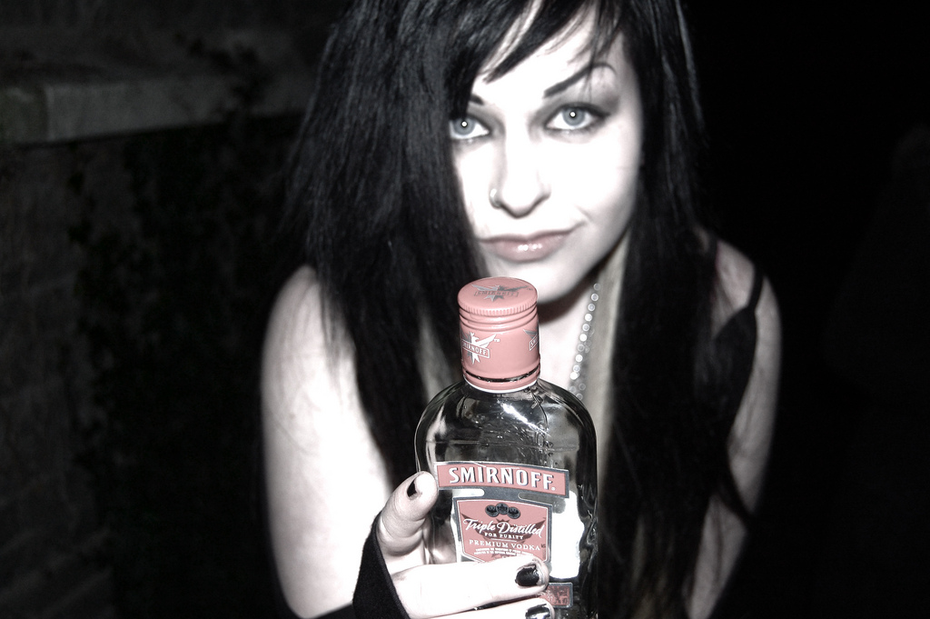 Sweet!! Emo-Girl und Vodka hmmm ...