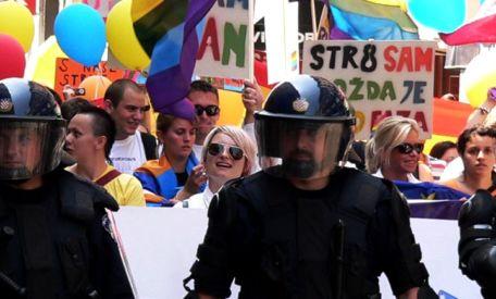 Liebe verdient Respekt: Auflodernder Schwulen-Hass entsetzt die Welt